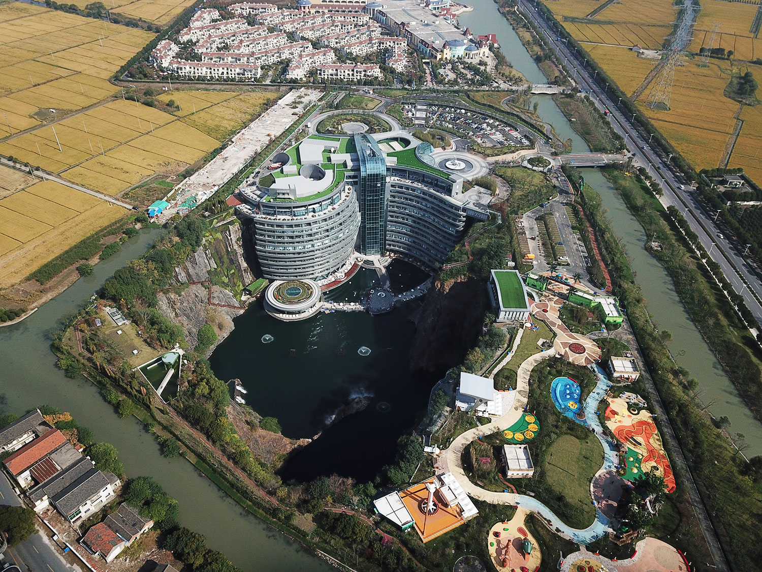 shimao-wonderland-intercontinental-hotel-complete5